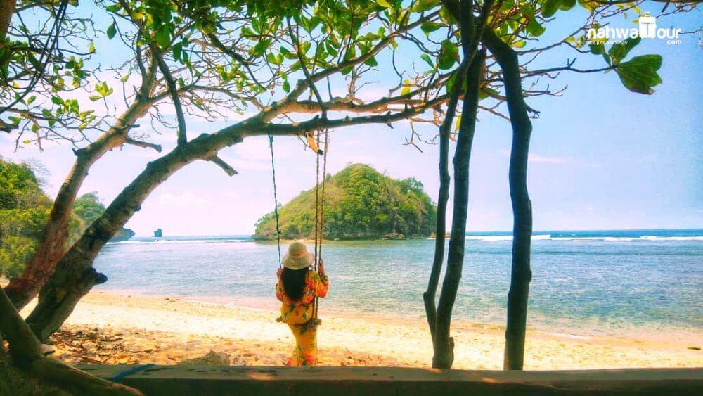 pantai gatra - wisata pantai di malang